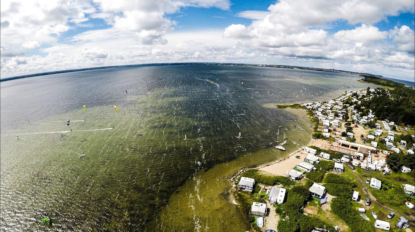 Półwysep oferufje wiele miejsc gdzie można odbyć kurs kitesurfingu